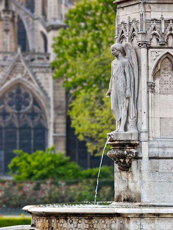 Fountain, Notre Dame